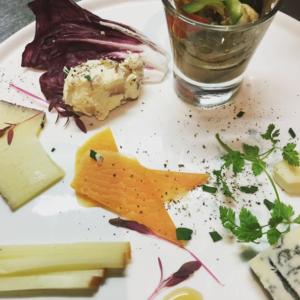 【チーズの盛り合わせ】