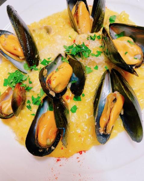 【ムール貝とマッシュルームのサフランチーズリゾット】